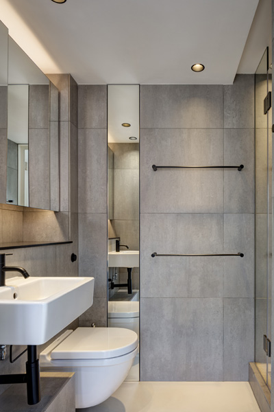 Bathroom frontal view. Ben Jonson House, Barbican, London, United Kingdom. Architect: Emulsion Architects , 2016.